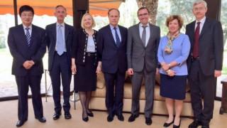Κυπριακό: Επαφές Άιντε ενόψει του δείπνου Αναστασιάδη-Ακιντζί (pic)