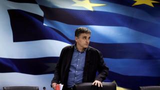 Περιμένοντας τους θεσμούς: Εντατικό παρασκήνιο για να επιστρέψουν στην Αθήνα