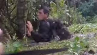 Σκύλος ανιχνευτής εντοπίζει κρυμμένους ληστές στη Βραζιλία (Vid)