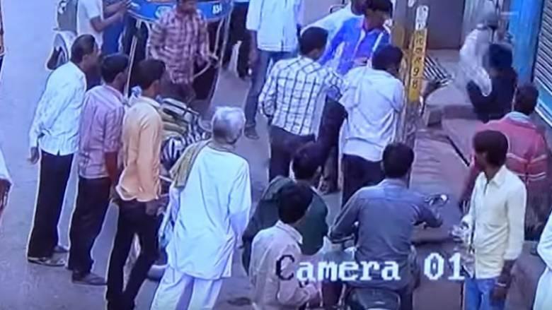 Συγκλονιστικό: Τον σκότωσε χτυπώντας τον με ένα τούβλο στο κεφάλι (vid)