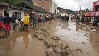 Κολομβία: Δεκάδες νεκροί και τραυματίες από πλημμύρες (pics&vids)