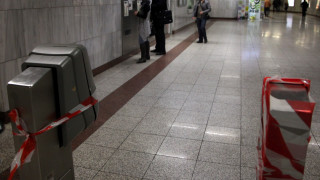 Άγνωστοι κατέστρεψαν επτά ακυρωτικά μηχανήματα στο σταθμό της Ομόνοιας
