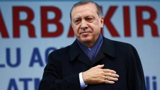 Ο Ερντογάν υπόσχεται ειρήνη στους Κούρδους για να ψηφίσουν «ναι» στο δημοψήφισμα