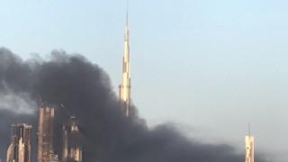 Πυκνός καπνός «τύλιξε» το Burj Khalifa στο Ντουμπάι (pics&vids)