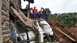 Ινδονησία: Φόβοι για δεκάδες πολίτες θαμμένους κάτω από την λάσπη (pic)