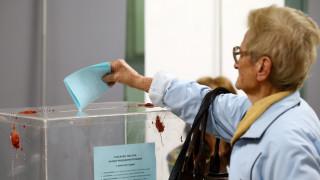 Στις κάλπες για την εκλογή προέδρου οι Σέρβοι (pics)