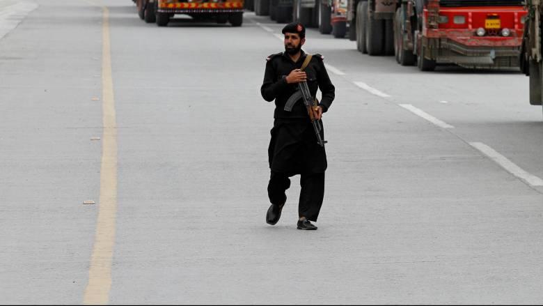 Πακιστάν: Ένοπλοι «σκόρπισαν» τον θάνατο σε τέμενος (pic)