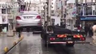Μην σκεφτείς να παρκάρεις παράνομα στην Κωνσταντινούπολη (vid)