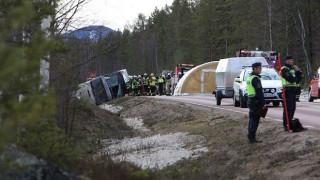 Σουηδία: Νεκροί και τραυματίες από ανατροπή λεωφορείου που μετέφερε μαθητές (pics)