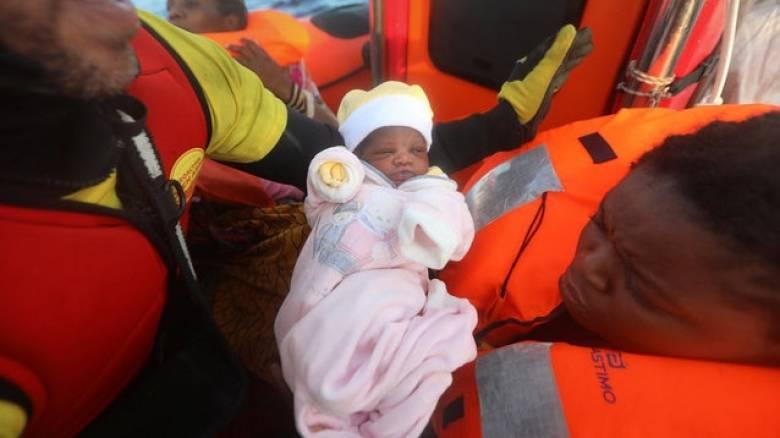 Ένα βρέφος τεσσάρων ημερών διασώθηκε στη Μεσόγειο (pics)