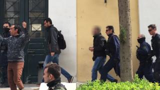 Με συνθήματα Χρυσαυγιτών στον ανακριτή ο 42χρονος που ξυλοκόπησε τον φοιτητή (pics&vid)