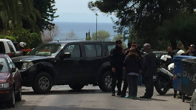 Καρέ-καρέ η επιχείρηση της αστυνομίας στο Π. Φάληρο-Τι λέει αυτόπτης μάρτυρας (pics&vid)