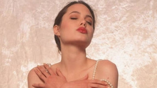 Αντζελίνα Τζολί: Μοντέλο εσωρούχων ετών 16 κάνει duck face