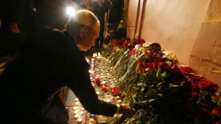 Αγία Πετρούπολη: Ο πρόεδρος Πούτιν άφησε λουλούδια στη μνήμη των θυμάτων (pics&vid)