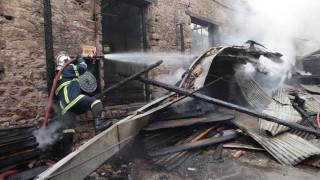 Μεγάλη πυρκαγιά σε βιοτεχνία στον Νέο Κόσμο