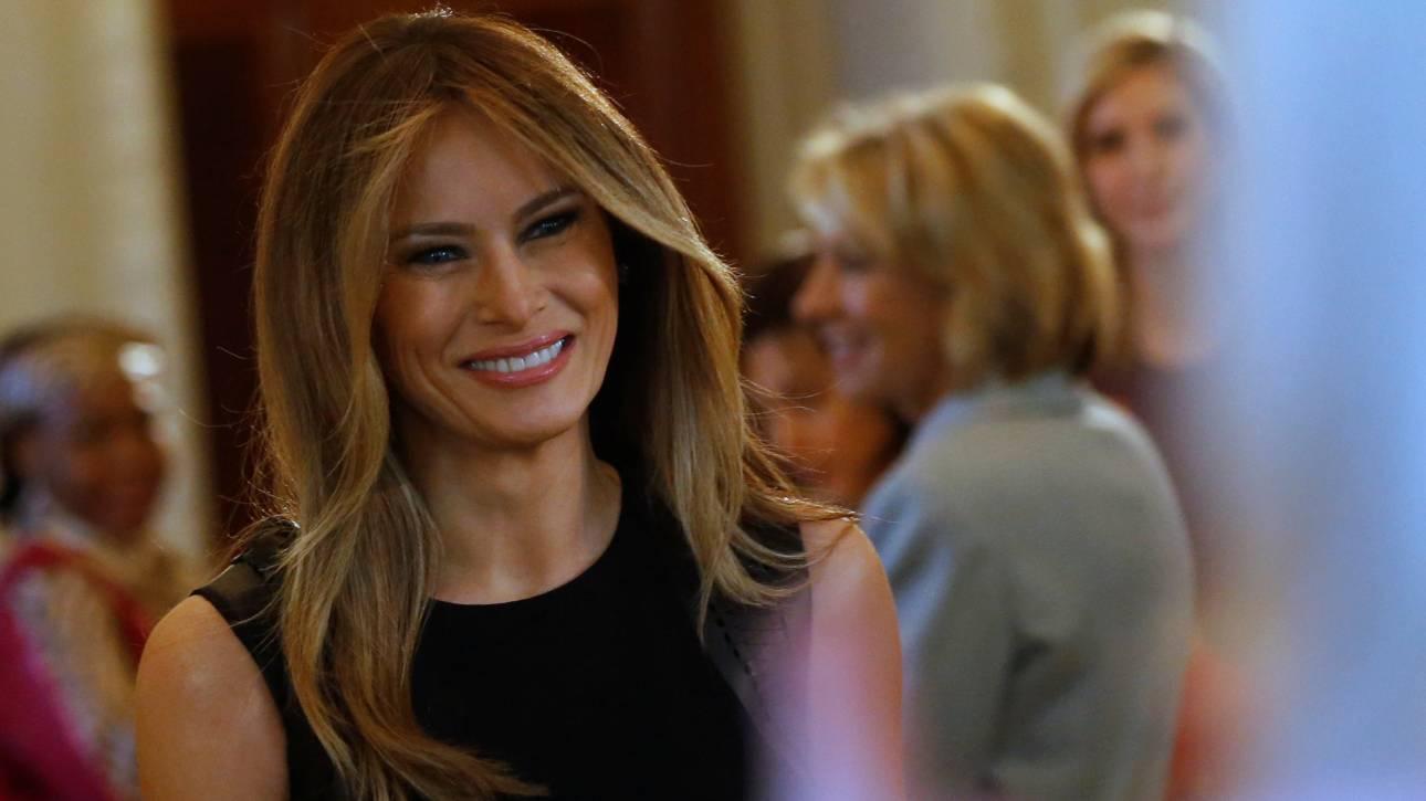 Η σαγηνευτική Μελάνια Τραμπ στο επίσημο πορτρέτο της στον Λευκό Οίκο (pics)