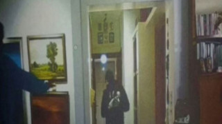 Φωτογραφία-ντοκουμέντο από τον ληστή που κρυβόταν στην ντουλάπα (vid)