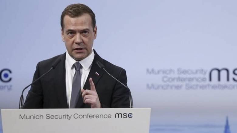 Μενβέντεφ: «Ανοησίες» τα όσα καταλογίζουν στην ρωσική κυβέρνηση περί διαφθοράς