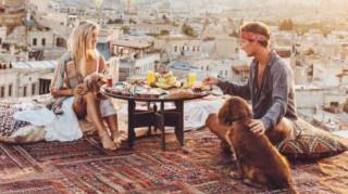 Πώς αυτό το ζευγάρι κερδίζει 9.000 δολάρια για κάθε φωτογραφία στο Instagram (Pics)