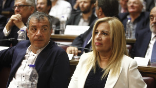 Ο Θεοδωράκης κατηγορεί την Γεννηματά ότι υποκινεί αποστασίες βουλευτών του