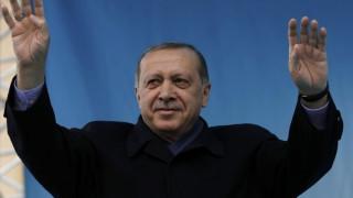 Τι εκτιμά η Politico για το Κυπριακό αν κερδίσει ο Ερντογάν το δημοψήφισμα
