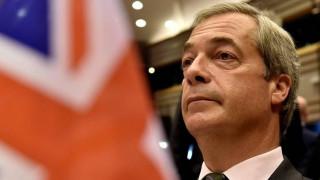 Πρωτοφανείς εκφράσεις από τον Φάρατζ: Μαφία και γκάνγκστερς οι Ευρωπαίοι