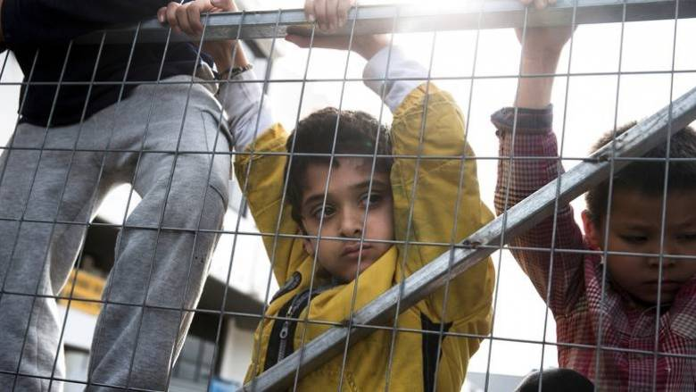 «Όχι» Γιούγκερ σε Αυστρία:  Είστε νομικά υποχρεωμένοι να δεχτείτε πρόσφυγες