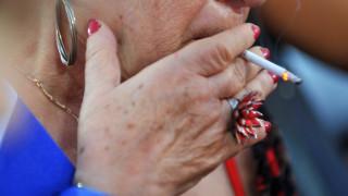Έρευνα: Μία στις τέσσερις Ελληνίδες καπνίζει κάθε μέρα