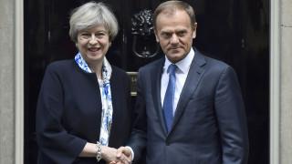 Βρετανία: Ντόναλντ Τουσκ και Τερέζα Μέι σε ήρεμο κλίμα μεταξύ τους