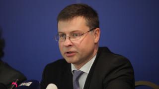 Ντομπρόφσκις: Η αξιολόγηση πρέπει να κλείσει σύντομα