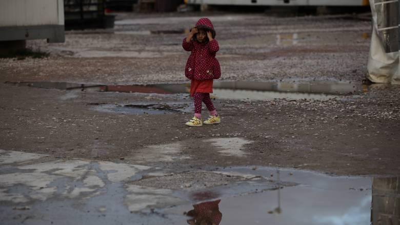 Παιδί 2,5 ετών περιπλανιόταν μόνο του στους δρόμους του Βόλου