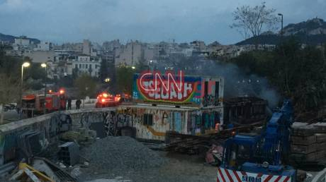 Φωτιά σε βαγόνι στο σταθμό του Θησείου