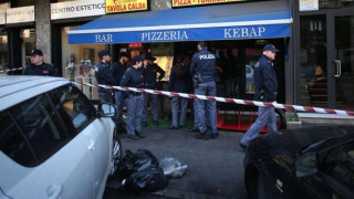 Άντρας σε κατάσταση αμόκ απειλούσε να μαχαιρώσει περαστικούς στο Μιλάνο (vid)
