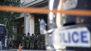 Νέες επιθέσεις σε διμοιρία των ΜΑΤ στα Εξάρχεια με πέτρες και μολότοφ