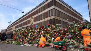 Στοκχόλμη: Βαρύ πένθος και λουλούδια στη μνήμη των θυμάτων (pics)