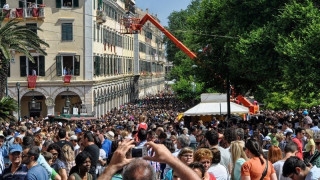 Κυριακή των Βαΐων: Η μεγάλη λιτανεία του Αγίου Σπυρίδωνα στην Κέρκυρα
