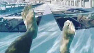 Αυτό που βλέπετε είναι μια πισίνα: Θα τολμούσατε να κολυμπήσετε; (vid)