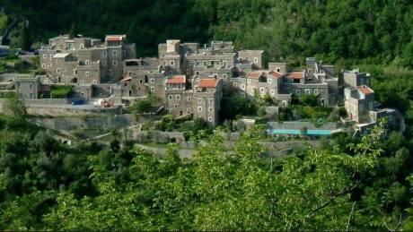 Colletta di Castelbianco: Το Μεσαιωνικό πέτρινο χωριό υψηλής τεχνολογίας (Vid)