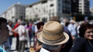 Χάνουν το 65% των εισοδημάτων τους οι συνταξιούχοι