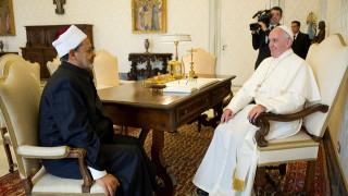 Ο Μεγάλος Ιμάμης του Αλ Άζχαρ καταδικάζει την διπλή επίθεση στην Αίγυπτο ως «άνανδρη»