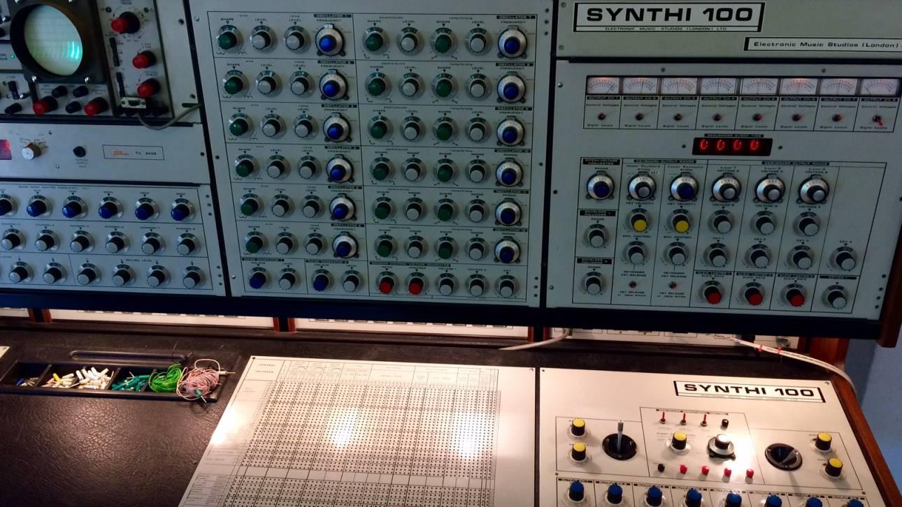documenta 14: Δονεί ηλεκτρονικά το Μέγαρο Μουσικής για δύο ημέρες