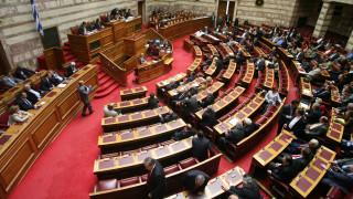 Τροπολογίες στη Βουλή για ΑΔΜΗΕ και τη χρήση αιγιαλού