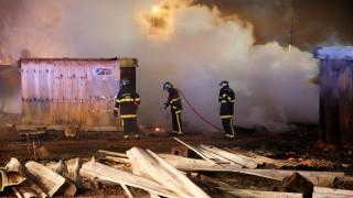 Κόλαση φωτιάς σε καταυλισμό προσφύγων στη Γαλλία: 10 τραυματίες (pics)