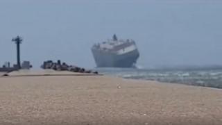 Πλοίο «νικά» τα τεράστια κύματα και τους ισχυρούς ανέμους (vid)