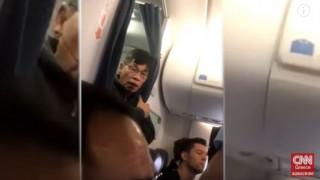 United Airlines: Σοκαριστικός ξυλοδαρμός επιβάτη αεροπλάνου στις ΗΠΑ (vid)
