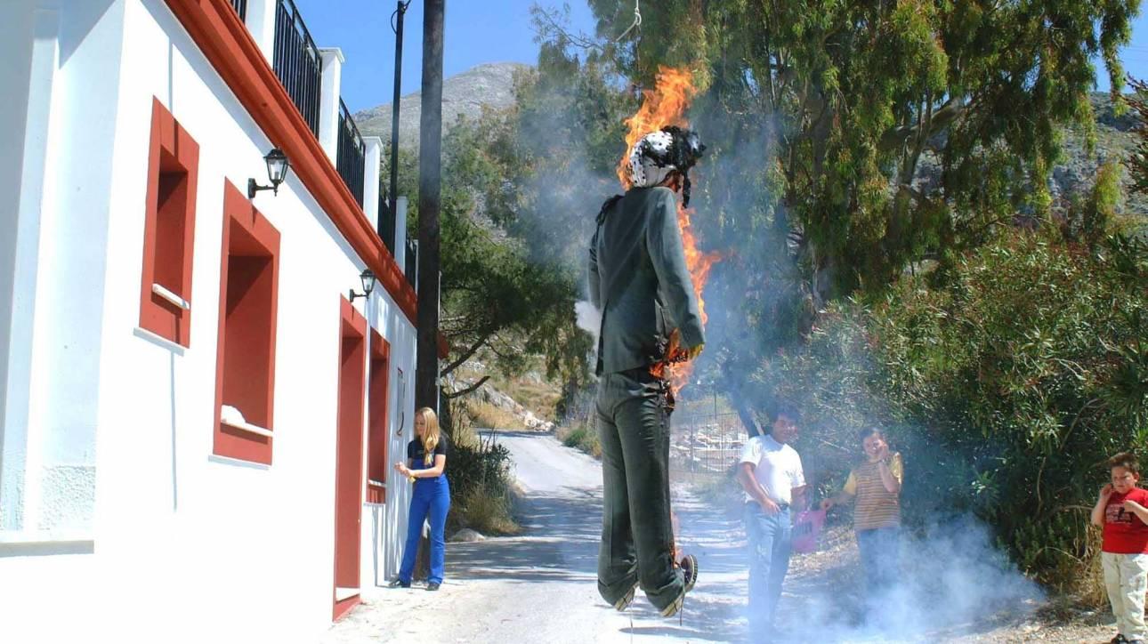 Πάσχα 2017: Η «πυρά», το «κάψιμο του Ιούδα» και τα πολύχρωμα αερόστατα στην Άρτα