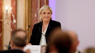 Γαλλία: Η Λεπέν πέρασε πρώτη σε νέα δημοσκόπηση