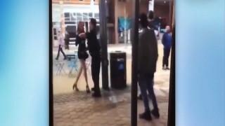 Αστυνομικός πετάει στο έδαφος σπουδάστρια