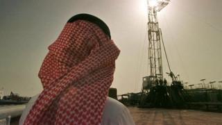H Σαουδική Αραβία θέλει να μείνει σε χαμηλά επίπεδα η παραγωγή πετρελαίου