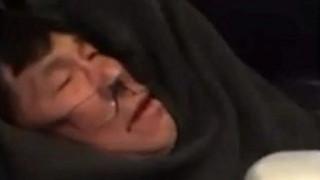 United Airlines: Μήνυση υποβάλλει ο επιβάτης που ξυλοκοπήθηκε